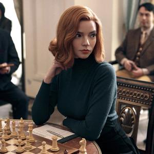 profumi e serie tv - la regina degli scacchi